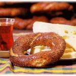Krem Peyniri, Simit ve Çay